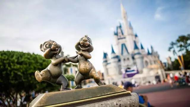 奧 蘭 多 迪 士 尼 世 界 。