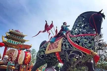 上 海 迪 士 尼 度 假 區 。