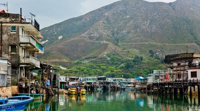 也 可 以 看 到 香 港 不 一 樣 的 樣 貌 : 大 澳 漁 村 。