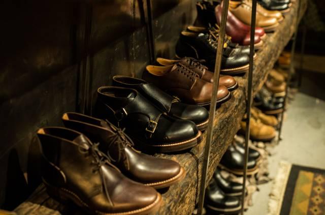 這 裡 能 找 到 各 種 工 作 靴 、 軍 靴 。