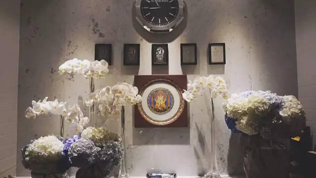 """▲ 門 廳 牆 上 有 S.Pellegrino 聖 培 露 """" 5 0 佳 餐 廳 """" 的 獲 獎記 錄 。"""