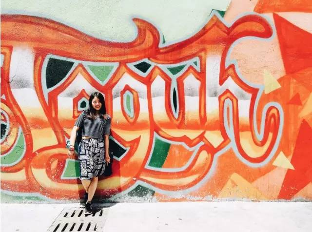 頗 具 特 色 的 塗 鴉 牆 。