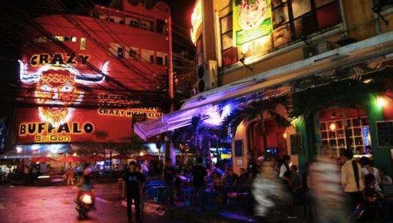 越 南 的 考 山 路 Pham Ngu Lao Street