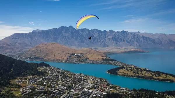 紐西蘭皇后鎮極限運動 完 全 根 據 天 氣 起 飛 的 滑 翔 傘