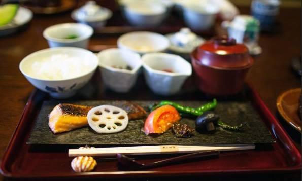京 懷 石 料 理 。