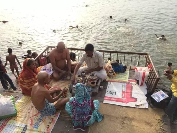 天 然 的 大 泳 池 , 游 完 泳 就 在 岸 邊 喝 個 chai tea。