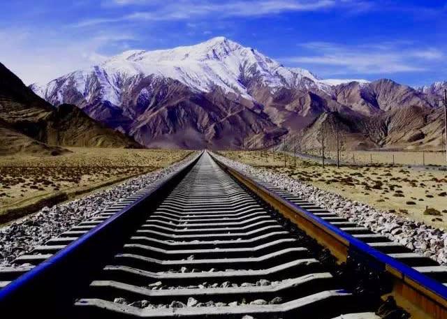 亞洲鐵路 一 路 上 的 風 景 令 人 震 懾 。
