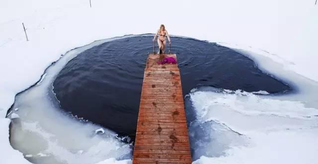 天 然 冰 洞 。