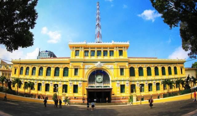 黃 綠 搭 配 的 中 央 郵 局