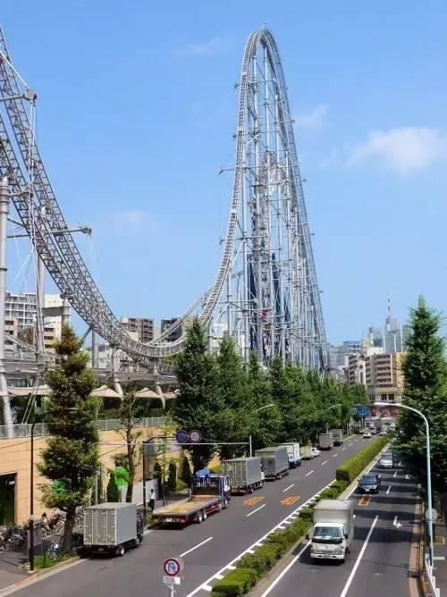 樂 園 就 位 於 東 京 市 區 , 環 繞 東 京 中 心 區 域 大 樓 。