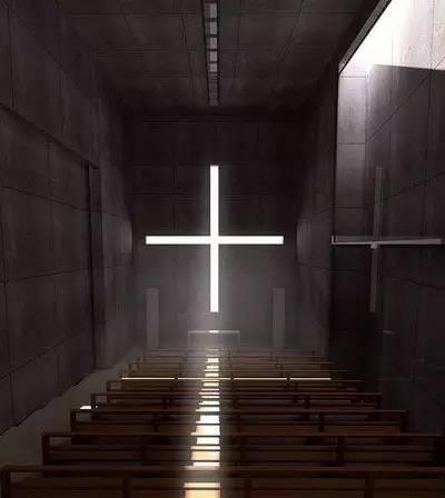 發 光 的 大 十 字 架 。