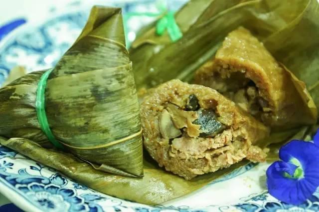 一星巷弄小吃 不 知 道 新 加 坡 的 粽 子 是 南 部 粽 還 是 北 部 粽 ~