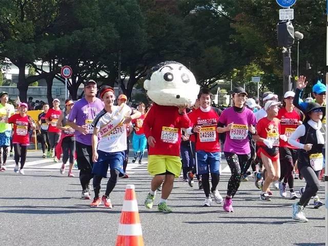 亞洲馬拉松 蠟 筆 小 新 也 來 跑 馬 拉 松 ? !