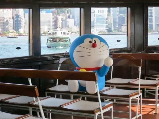 哆 啦 A 夢 也 搭 上 渡 輪 了 ? ! Photo from 天 星 小 輪 官 網 。