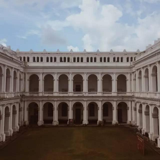 從 內 部 拍 攝  , 這 座 建 築 也  是 頗 為 壯 觀。