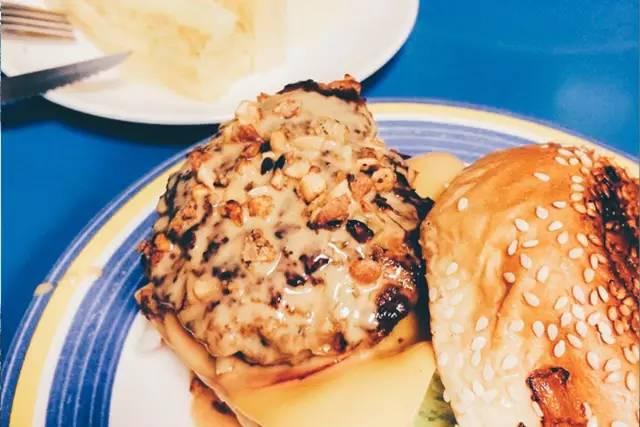 花 生 醬 漢 堡 好 罪 惡 , 但好 好 吃 !