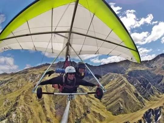 高 難 度 滑 翔 翼 , 至 少 要 先 學 兩 天