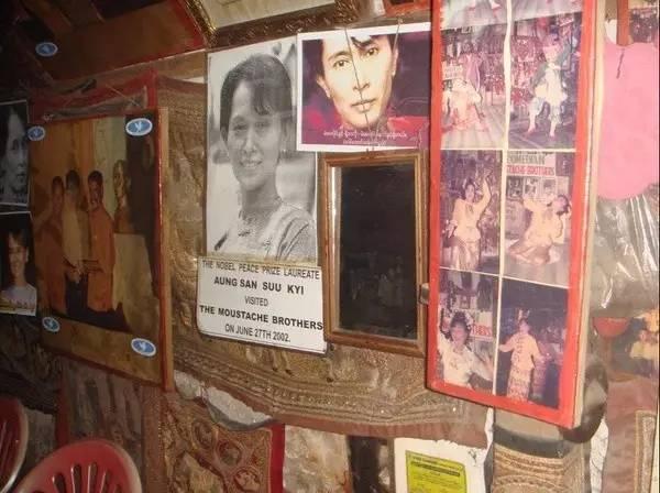 2002 年 7 月 , 翁 山 蘇 姬 曾 造 訪 鬍 子 兄 弟 。