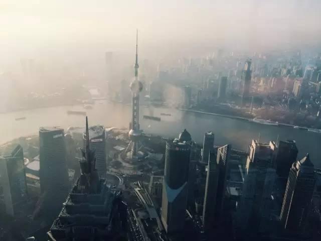 上 海 。