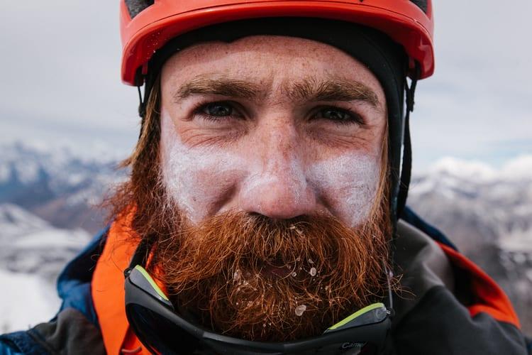 滿 臉 紅 棕 的 鬍 鬚 , 桀 驁 不 馴 的 Chris。