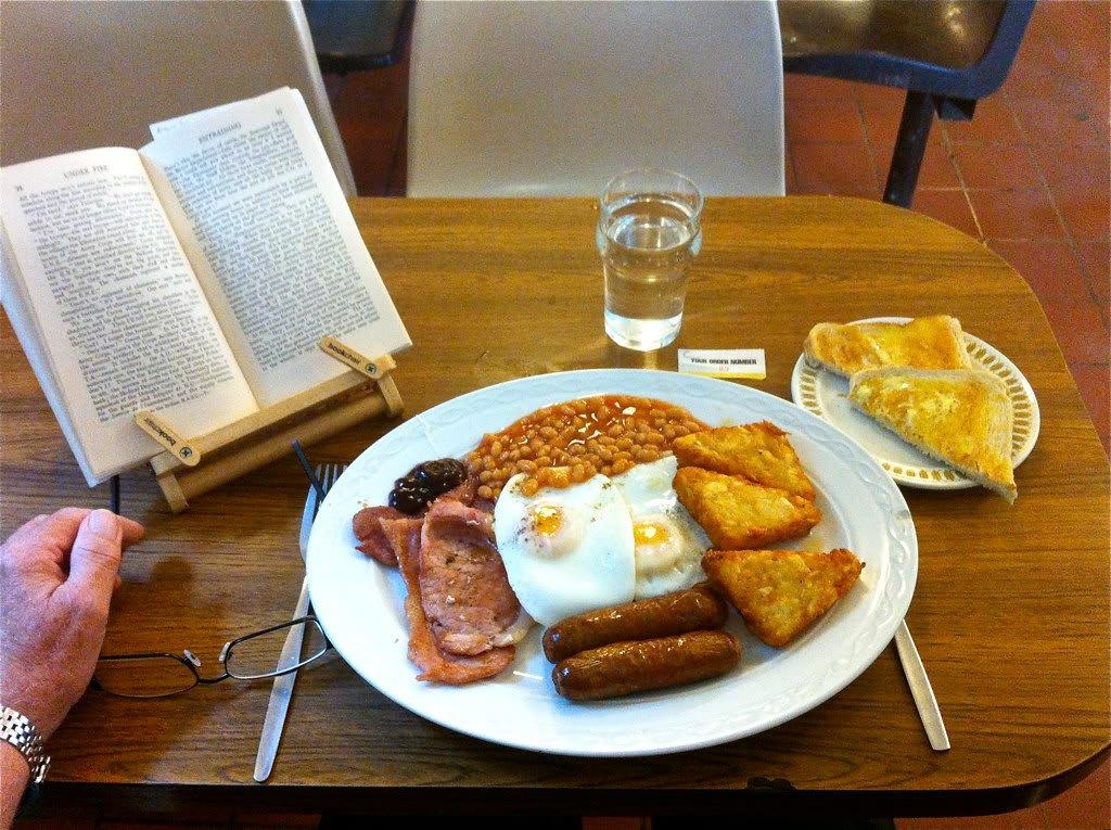 傳 統 的 英 式 早 晚 餐,紅 醬 煮 大 白 豆 或 許 就 是 最 大 的 明 顯差 別 。