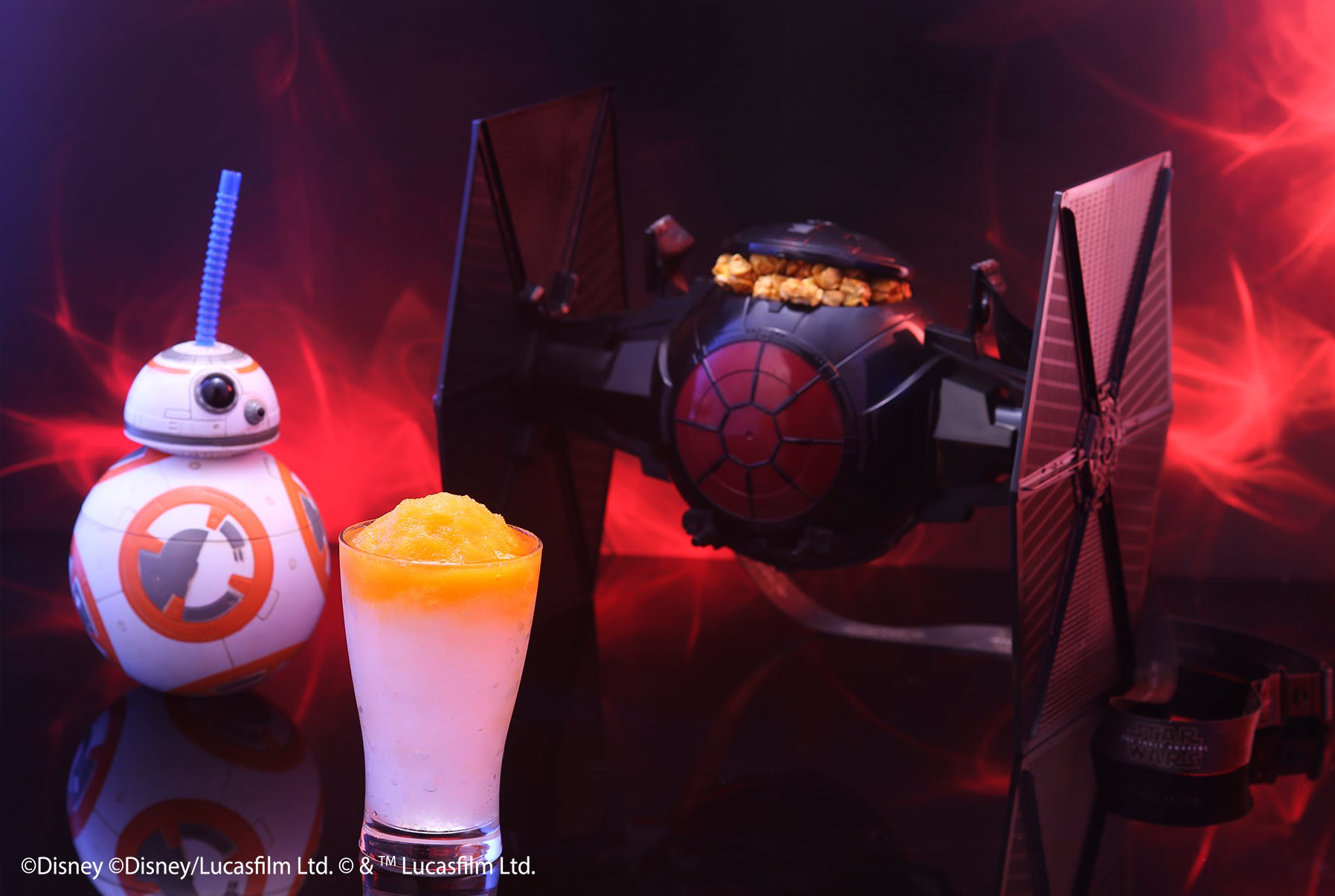星戰前線 ( 無 論 是 BB-8機 器 人 飲 料桶 還 是 飛 行 器 爆 米 花 , 在 享 受 美 食 的 同 時 充 滿 驚 喜 )