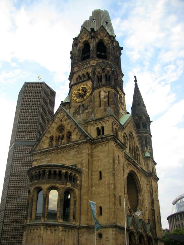 威 廉 皇 帝 紀 念 教 堂 。