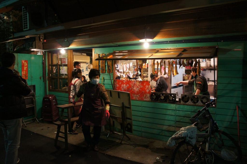 街 角 麵 店 , 來 一 碗 切 仔 麵 ! Photo | flickr CC editor hjw223