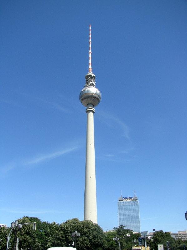 柏 林 電 視 塔 。