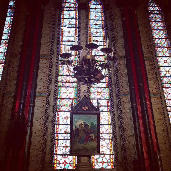 教 堂 內 觀 。