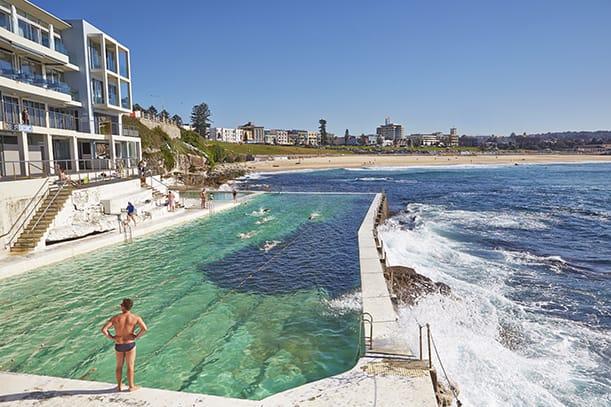 世界最美泳池 站 在 泳 池 岸 , 一 定 要 小 心 打 上 泳 池 的 海 浪 ( 圖 片 來 源 : http://goo.gl/TVwlti )