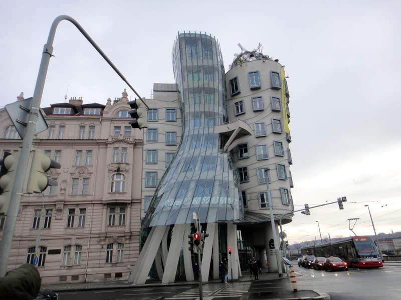 布拉格跳舞的房子, 奇異建築 Pic/Facebook: TraveLinArt2017