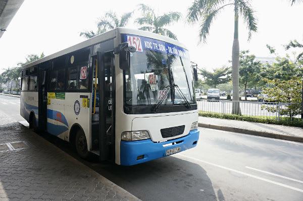 胡志明機場到市區 : 藍白色152路公車