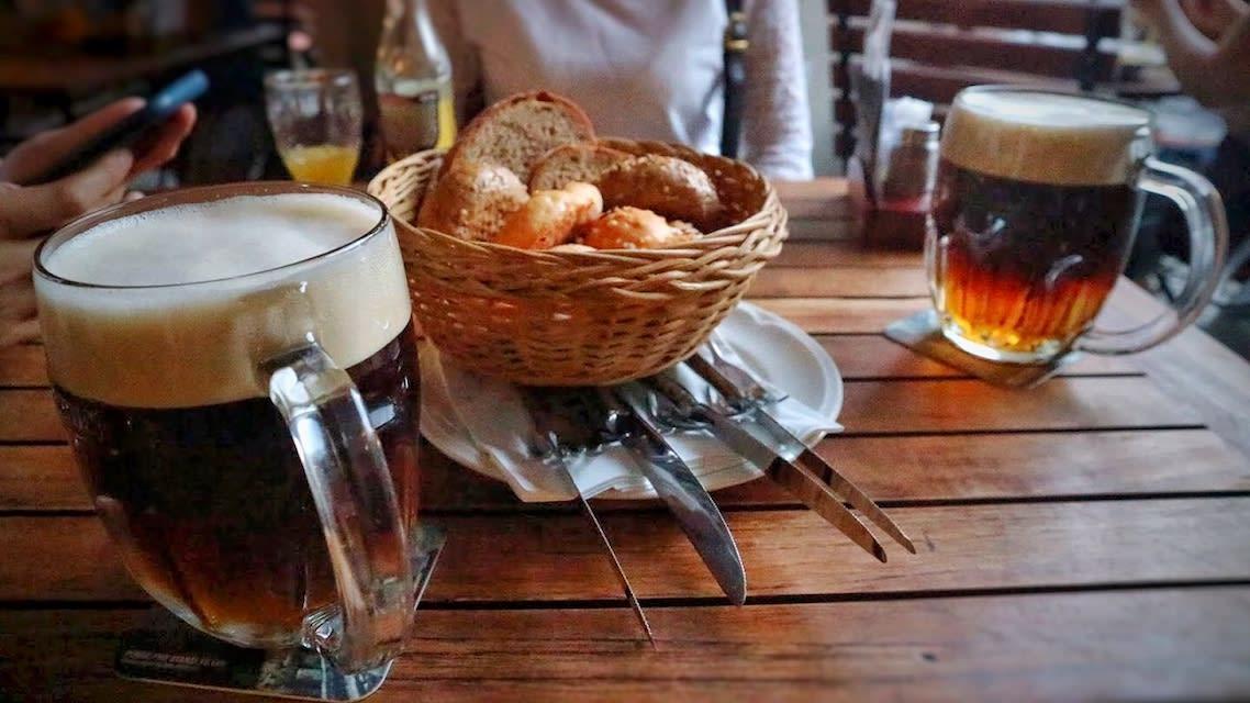到捷克一定要品嘗這一味,淡、喝啤酒各半,喝起來香甜不膩。 Photographer | Serina Su