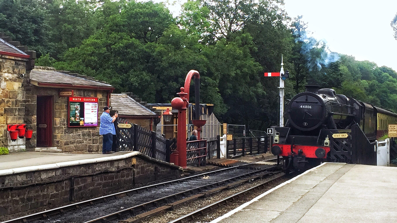蒸氣火車進站中!