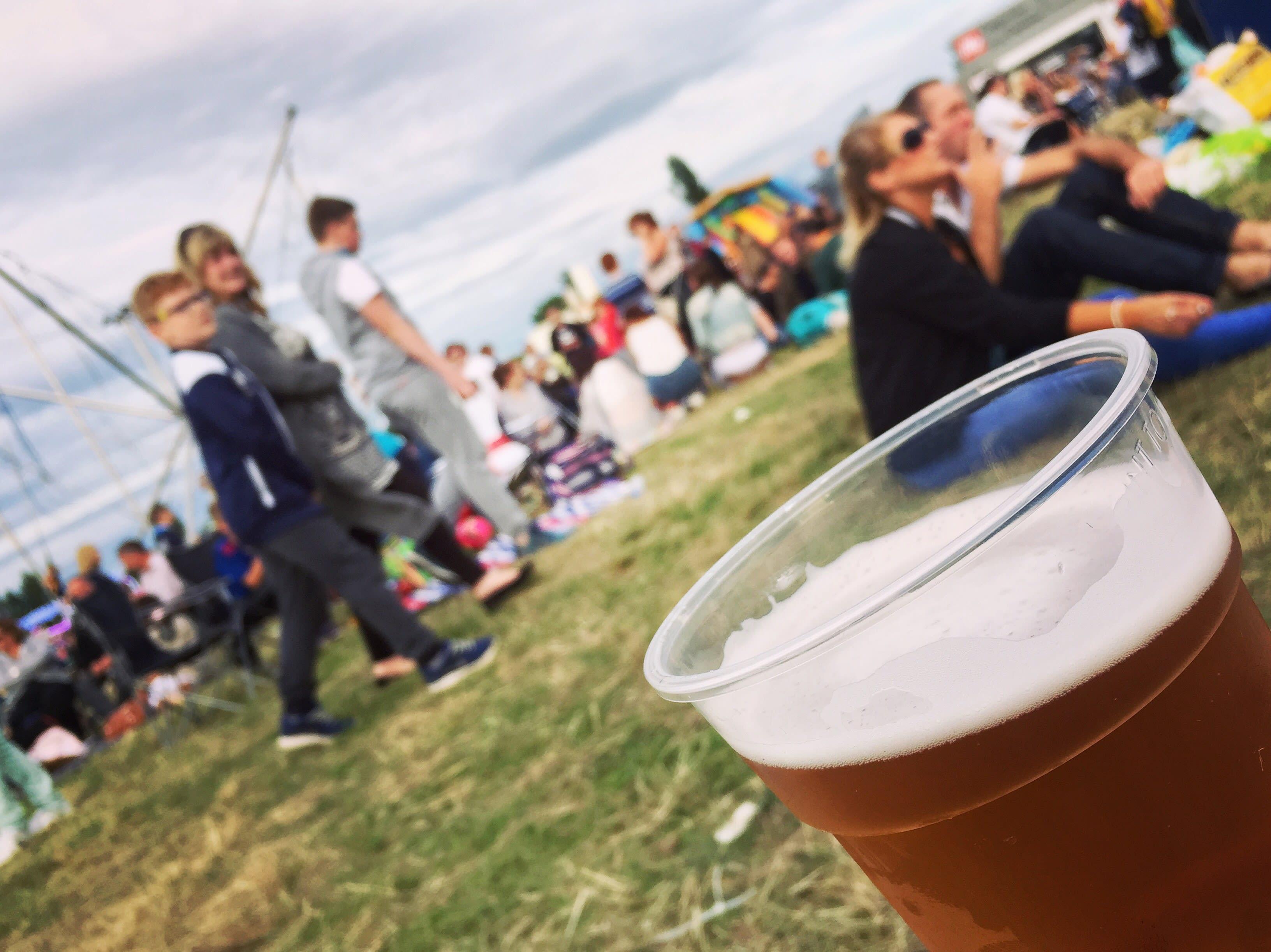 在英國,不論園遊會或看電影,隨時都可以喝上一杯啤酒。