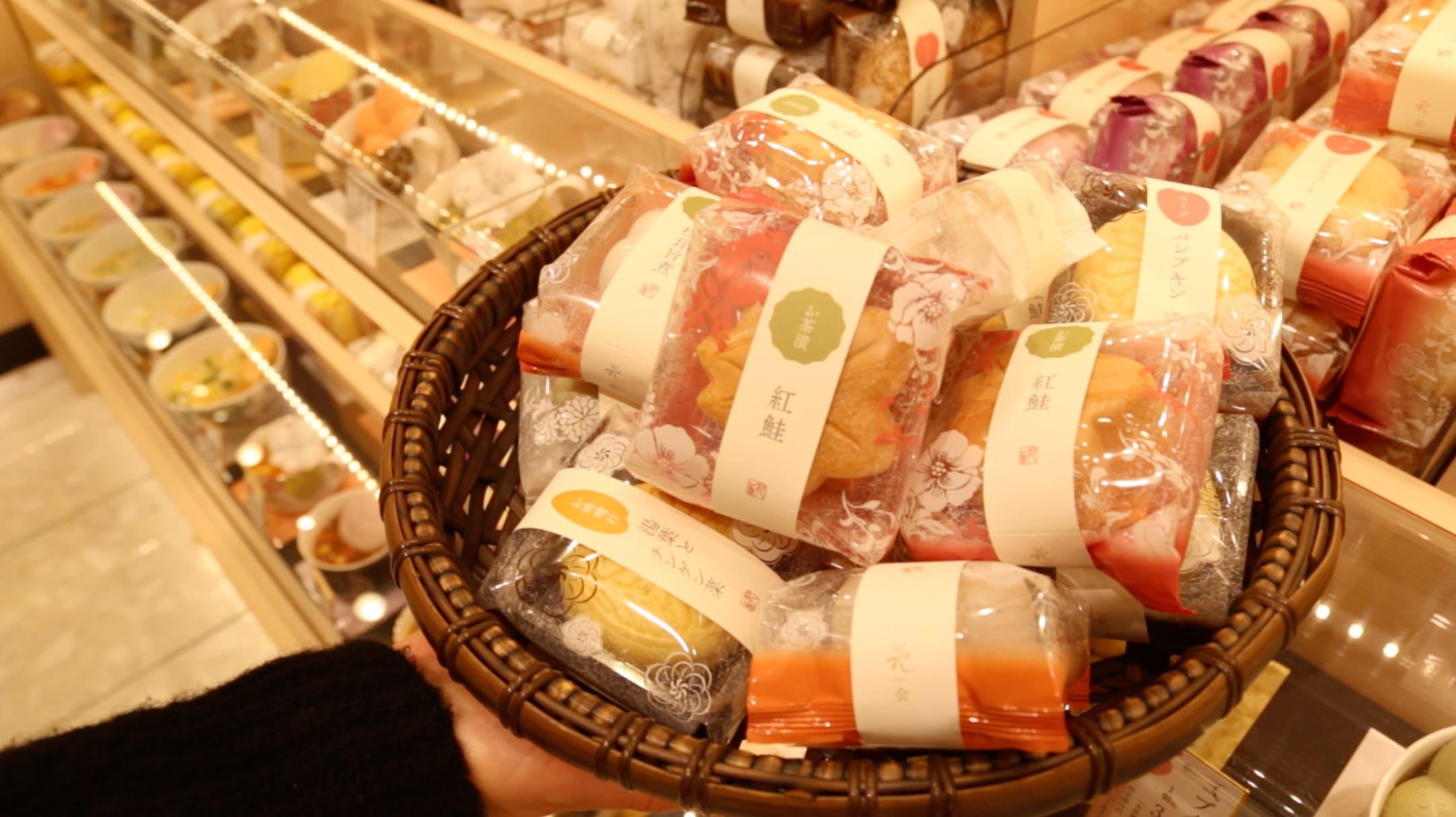 過 百 種 口 味 的 最 中 餅 可 供 選 擇 , 實 在 花 多 眼 亂 !