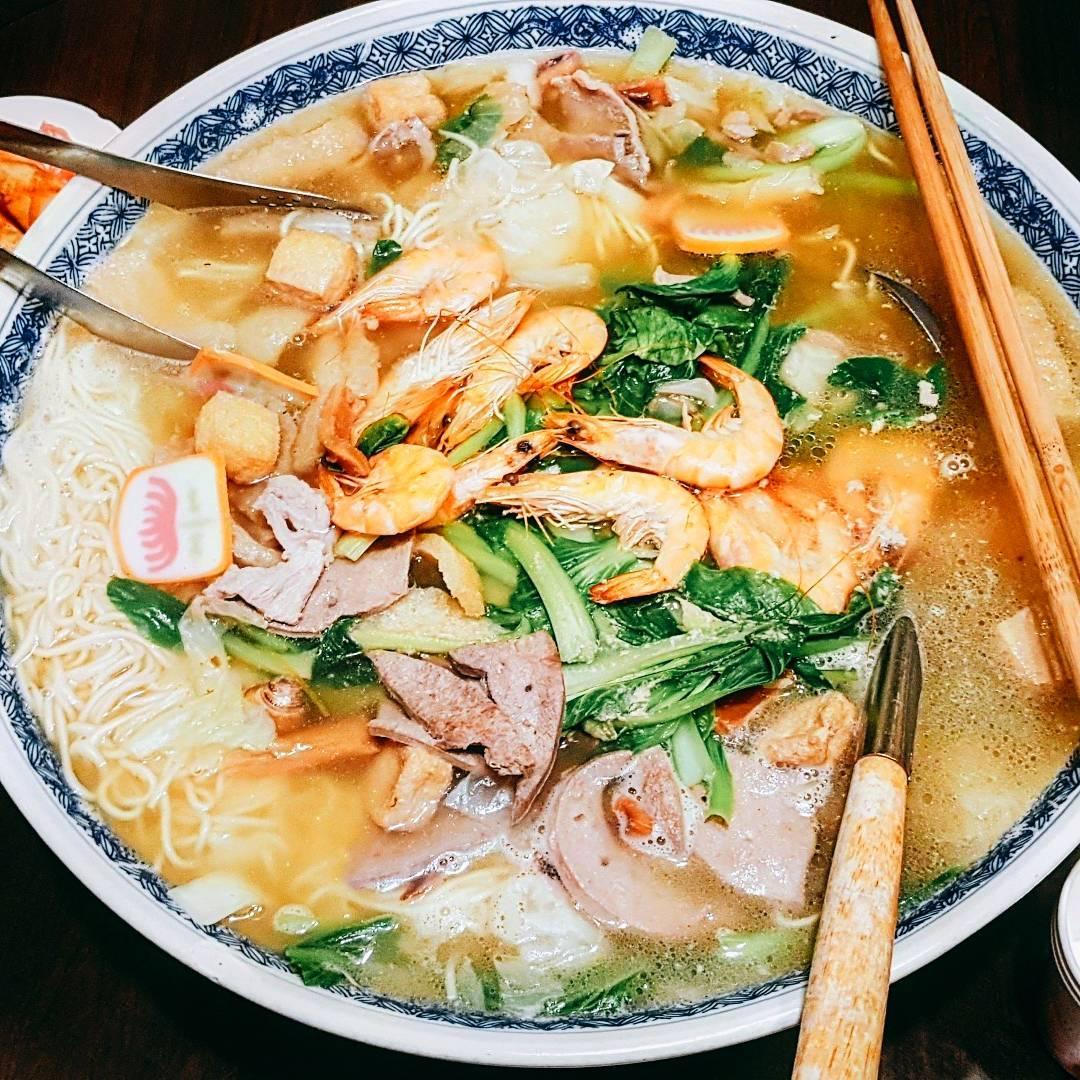 巨無霸的「大碗公什錦麵」,就算10幾個人一起吃都沒問題!(圖片來源/Instagram-ginny_0617)