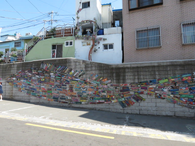 《很多小魚拼成的大魚》是許多人拍照打卡的夯景點