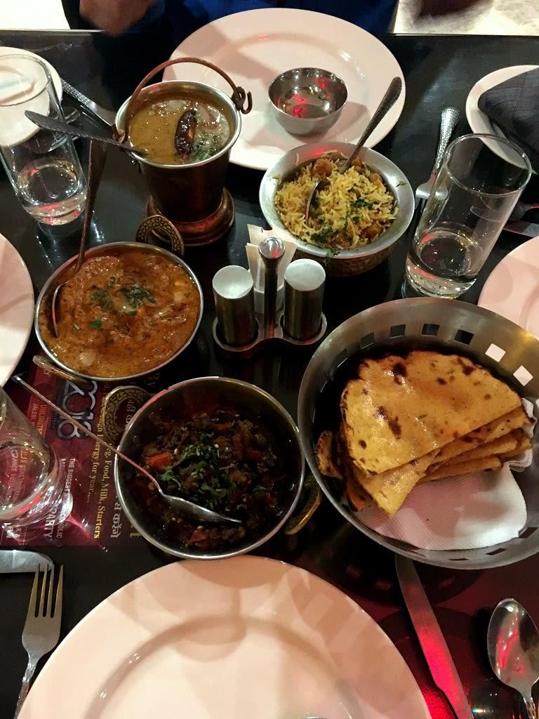 說到拉賈斯坦料理又讓人流口水! 雖然菜單有看沒有懂並且道地經典料理都是素食,但是也太好吃了吧!! Pic/Facebook: TraveLinArt2017