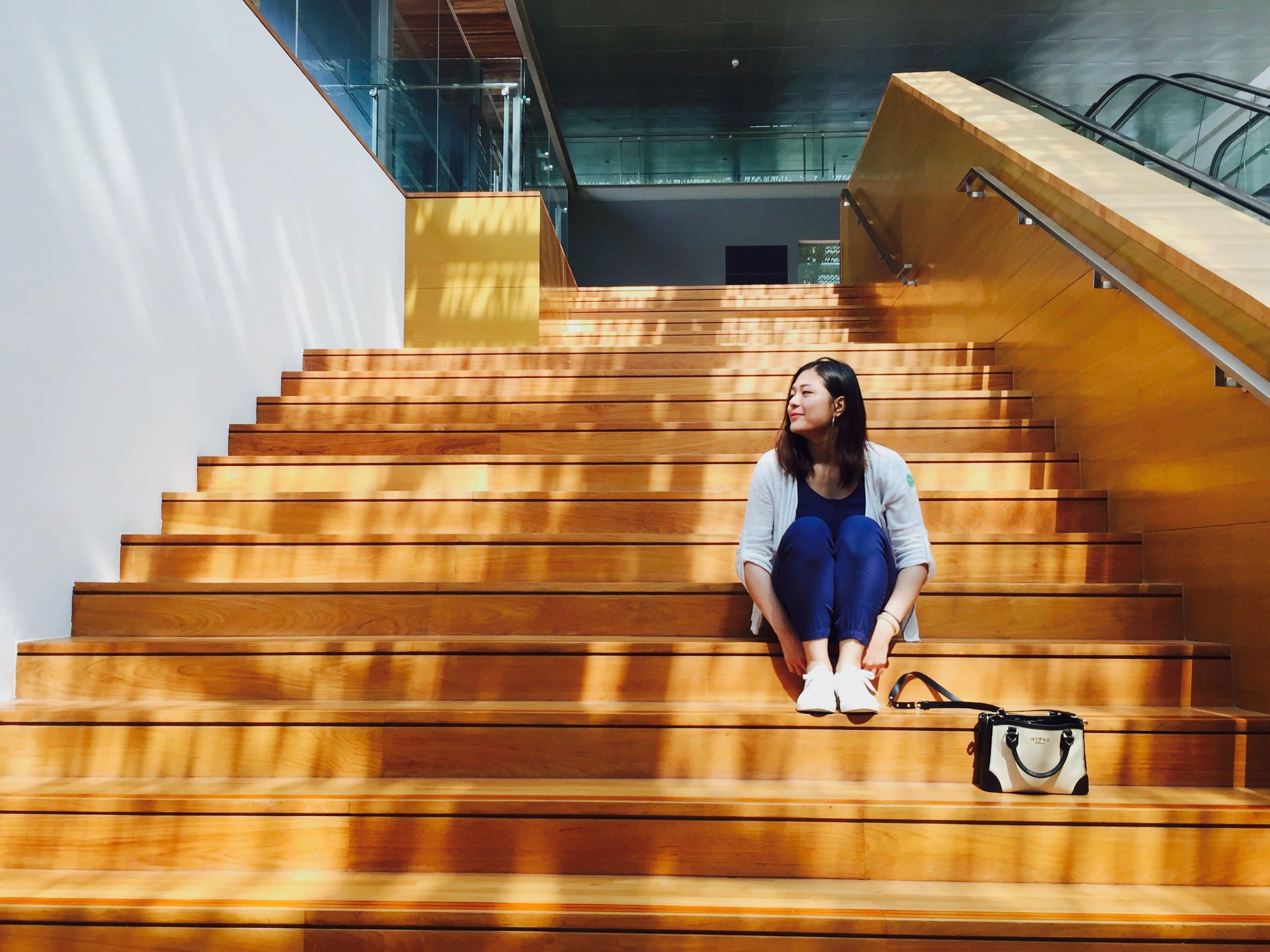 必拍景點九 : 通往頂樓的原木階梯。