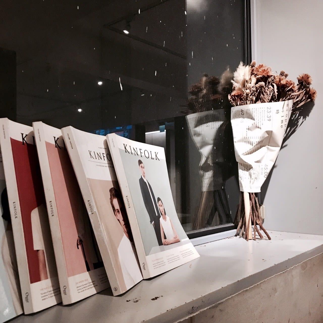 店內提供的質感雜誌還有乾燥花當擺飾(來源-張又婕)