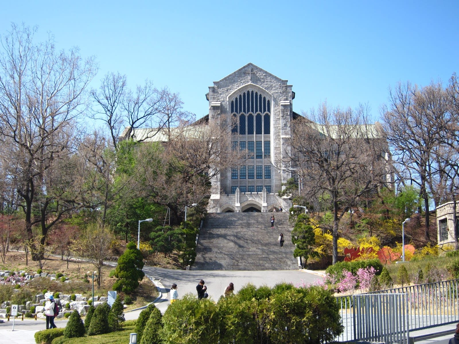 冬 季 的 梨 花 女 子 大 學 ( 圖 片 來 源 : goo.gl/l4qg58 )