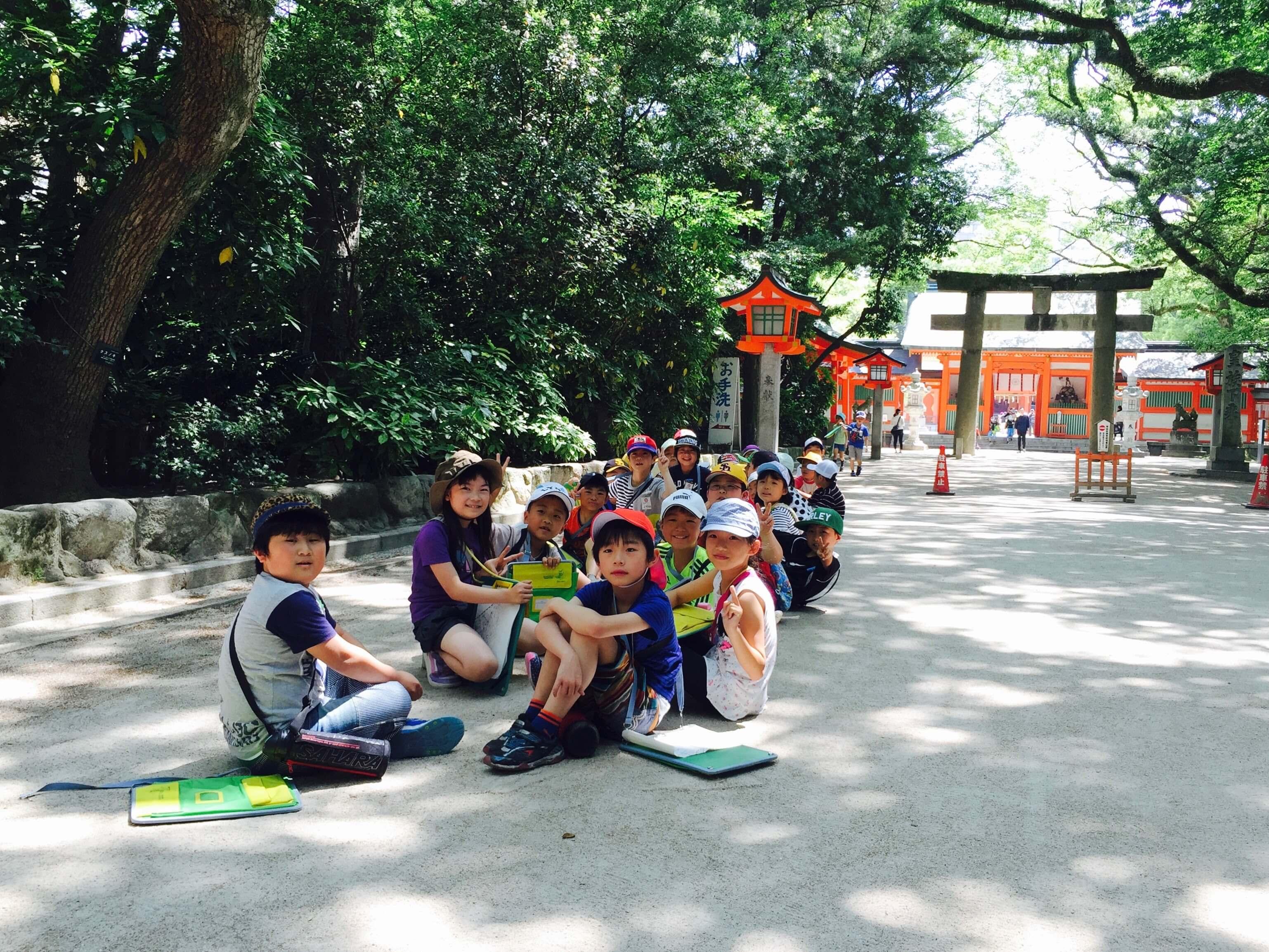 巧 遇 校 外 教 學 的 日 本 小 朋 友 們 。 超 咖 哇 依 !