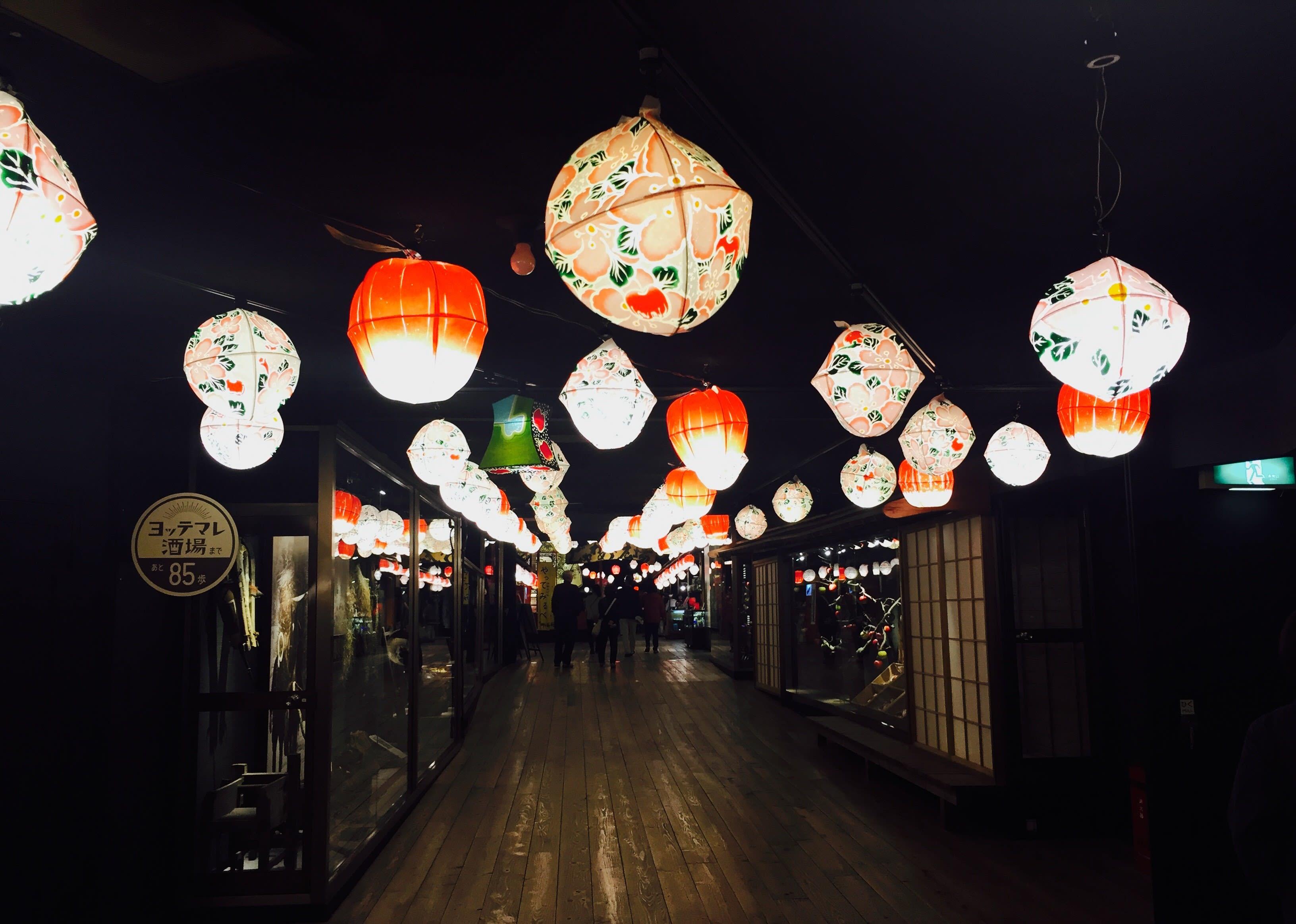 日本夏季廟會風格裝潢。 Photographer | Zach Huang