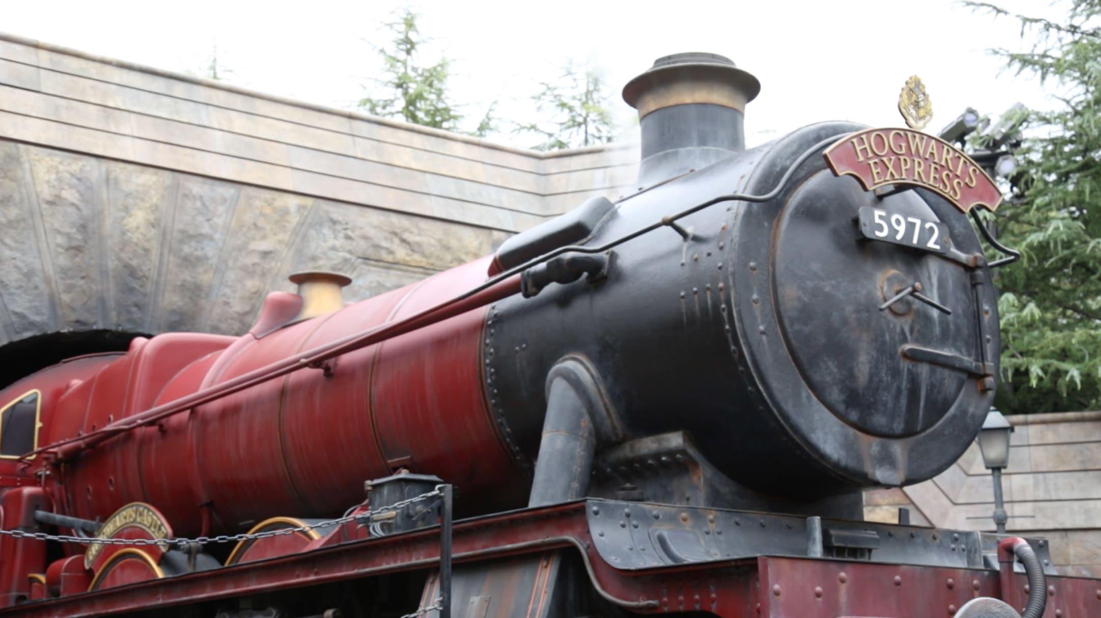 在 這 個 知 名 蒸 氣 火 車 前 面 拍 照 是 常 識 吧 ~ 車 長 會 不 定 時 現 身 跟 大 家 拍 照