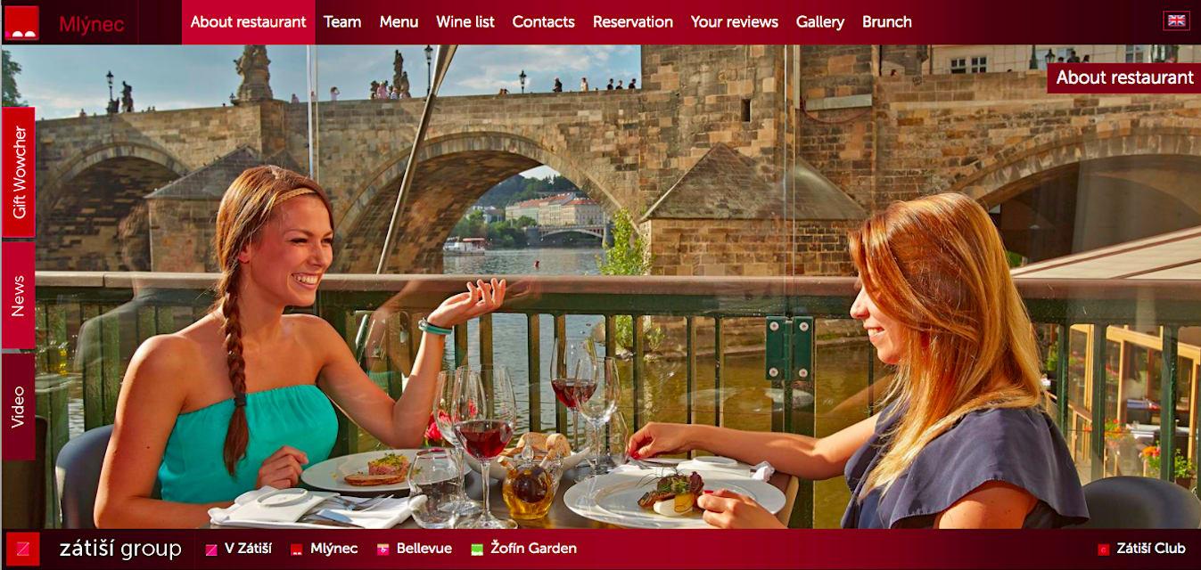 在Mlýnec用餐,能欣賞查理大橋的美景。(照片來源:Mlýnec https://goo.gl/hYfZL6)