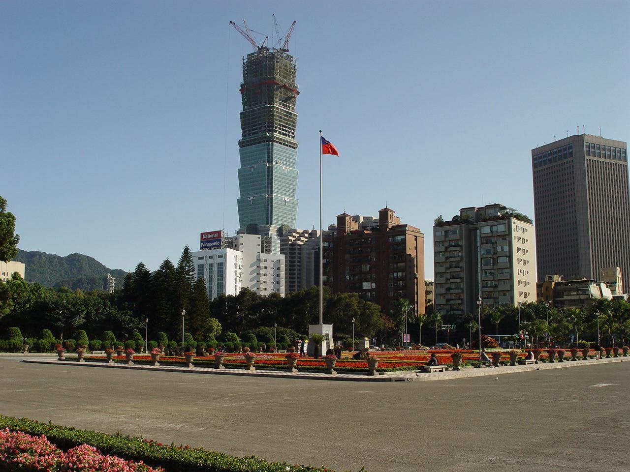 台北101數字大解密 興 建 中 的 台 北 101