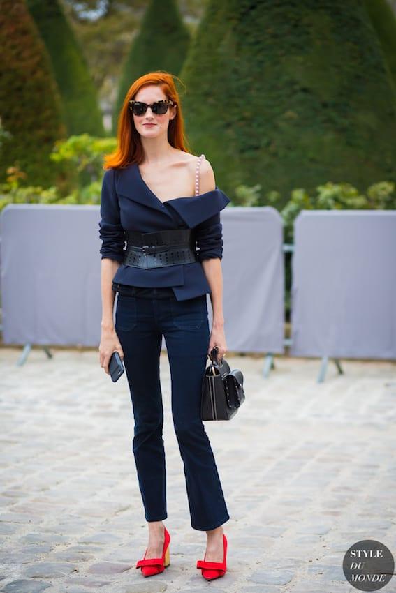記 得 露 出 嫩 肩 時 , 不要 露 出 內 衣 肩 帶 。 圖 片 來 源 :style du monde。
