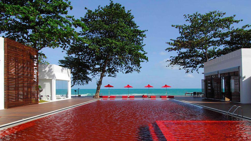 世界最美泳池 蘇 美 島 文 藝 旅 店 , 血 紅 游 泳 池 ( 圖 片 來 源 : http://goo.gl/Yv2Xoz )